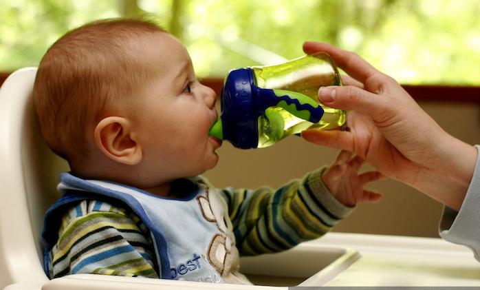 Não descuide da hidratação da criança